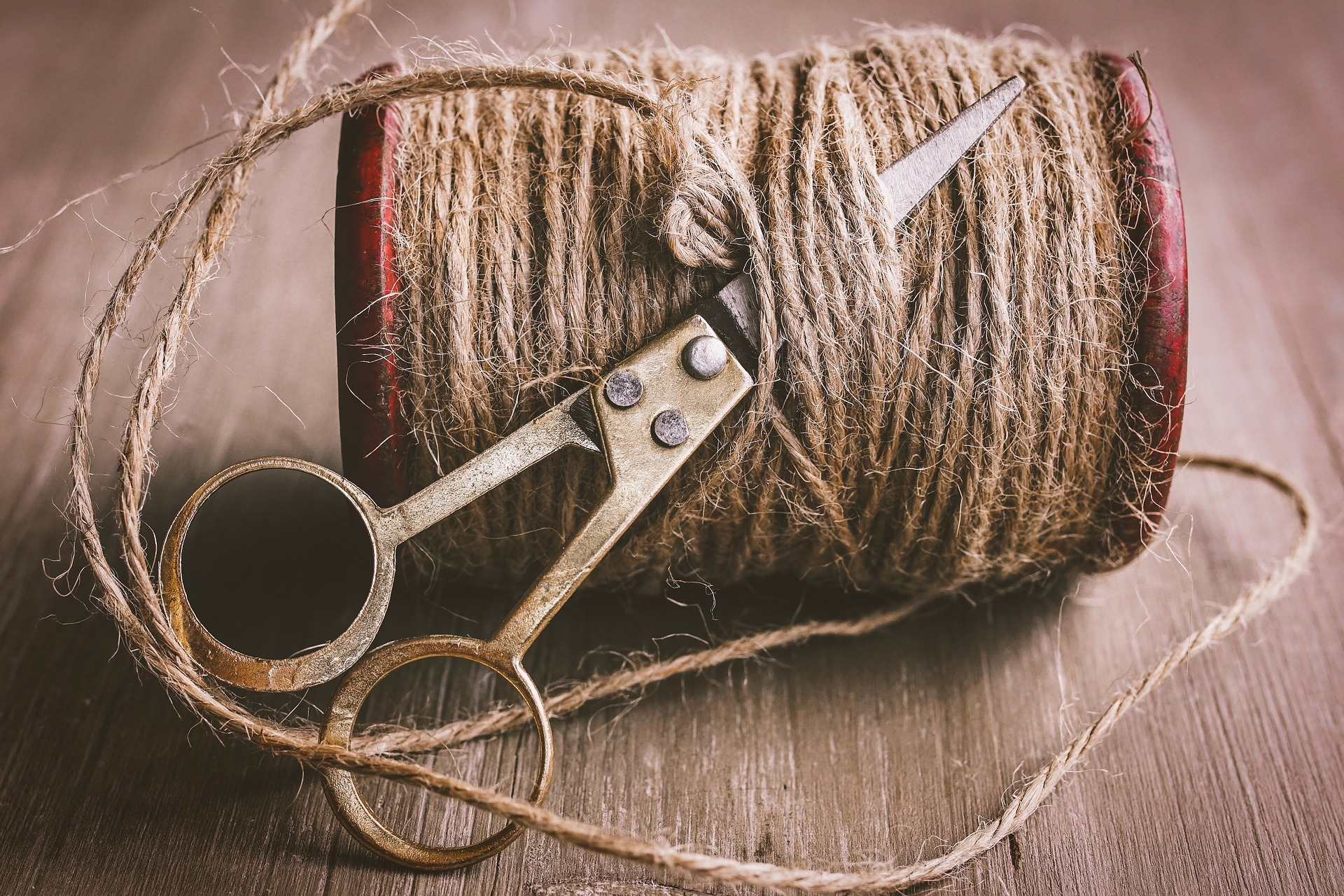 cord-4088055_1920